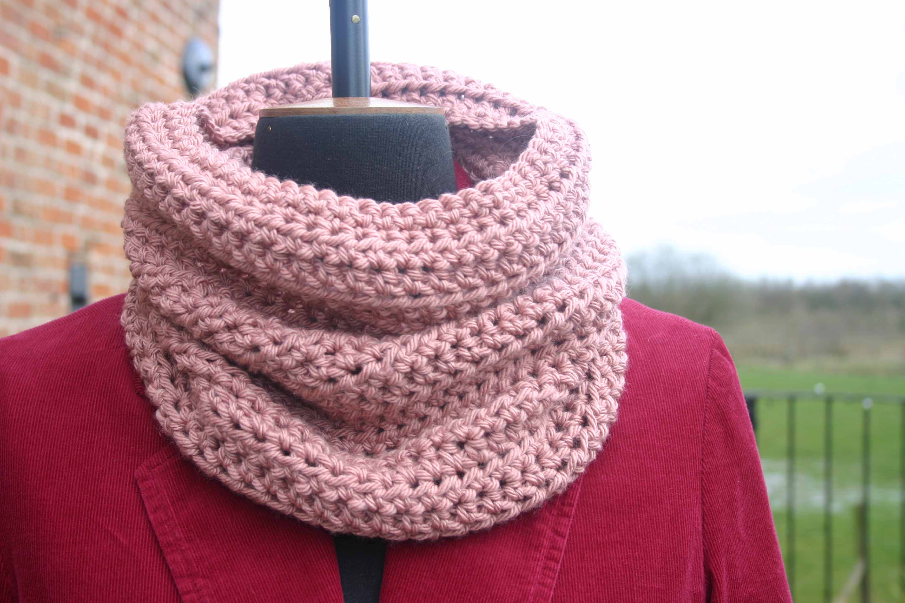 Dusky Pink Crochet Wool and Cashmere Cowl
