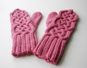 Cable mitten pair